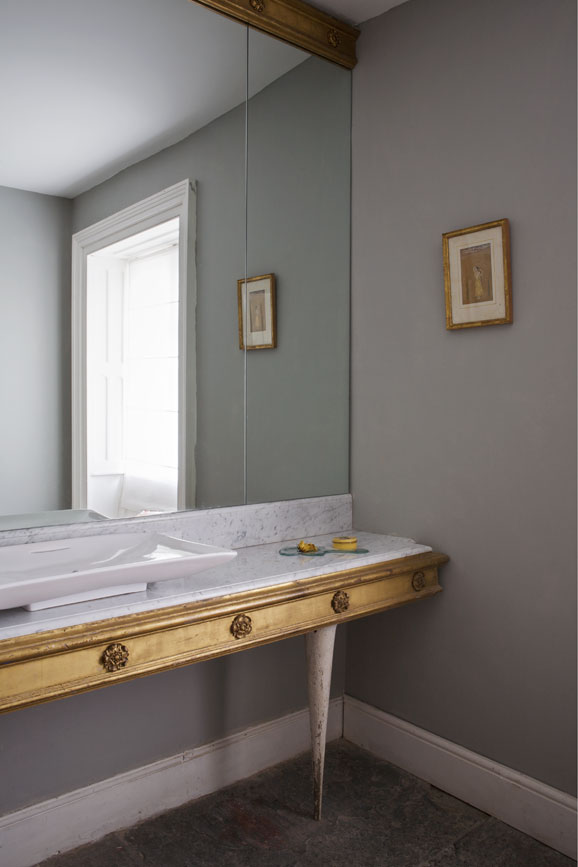 Bathroom painted in Lamp Room Gray