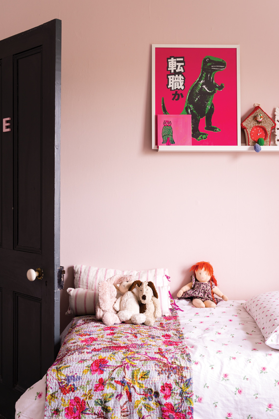 Children's bedroom painted in Farrow & Ball Middleton Pink.