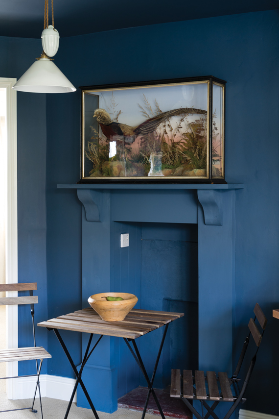 Kitchen painted in Farrow & Ball Stiffkey Blue.